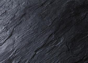 明るいカラーより暗いカラーの製品又は表面光沢が高い製品が目視上、キズが見えやすいので、きめ細かな注意が必要です。